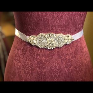 Accessories - NEW!  White rhinestone crystal gem 💎sash belt.